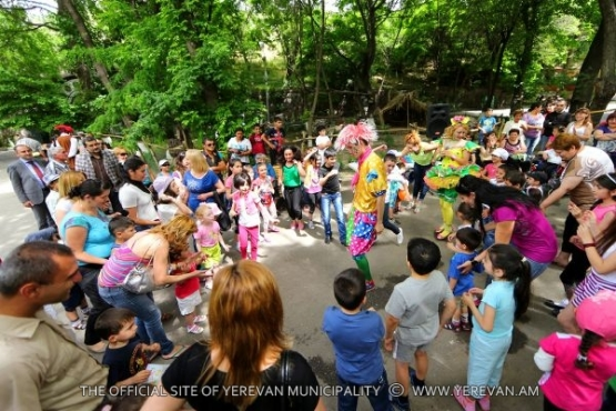 Various festive events for children are held in the Zoological garden on June 1