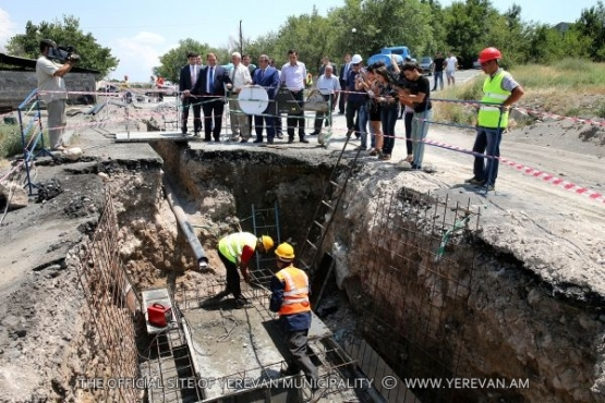 Mayor Taron Margaryan familiarized himself with the process of improvement of water supply and drainage systems