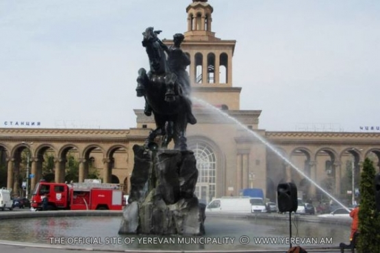 The monuments and statues have been washed in all the administrative districts of the capital