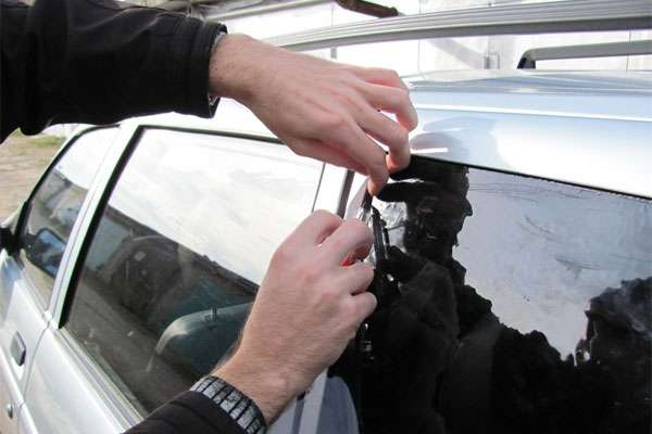 Как правильно тонировать стекла автомобиля своими руками