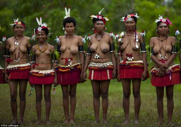 seksualnie-rituali-plemen-afriki-smotret-video
