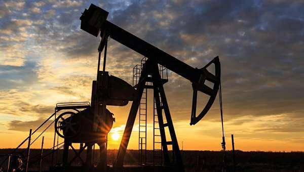Нефть торгуется в «зеленой» зоне на данных Минэнерго США