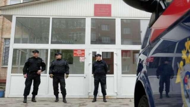 Подозреваемым в убийстве семьи в России азербайджанцам предъявили обвинение