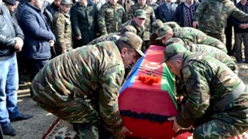 В Азербайджане трупы солдат передают родителям обмотанными скотчем и не разрешают вскрывать гроб
