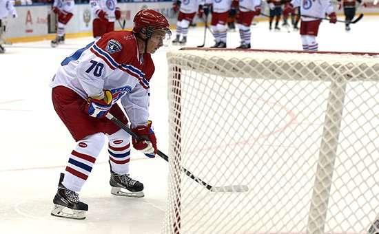 Гол Путина и другие яркие моменты гала-матча Ночной хоккейной лиги в Сочи. Видео