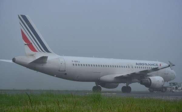 В аэропорту Парижа столкнулись два самолета Air France (Фото)