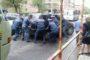 Ոստիկանները բացում են Ավետ Ավետիսյան փողոցը՝ մի կողմ հրելով Մերսեդեսը /տեսանյութ/
