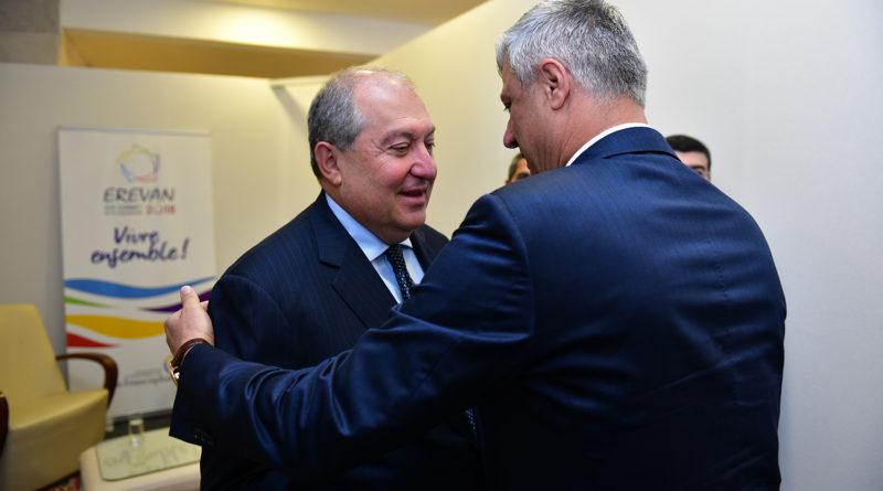 Արմեն Սարգսյանը հանդիպել է Կոսովոյի նախագահ Հաշիմ Թաչիի հետ