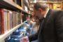 Նիկոլ Փաշինյանը գրքեր է նվիրել անցորդներին /տեսանյութ/
