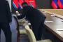 Ինչպես են Պուտինի հետ հանդիպումից առաջ հատուկ հեղուկով մաքրում Կիմ Չեն Ընի աթոռը /տեսանյութ/