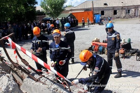 Սցենարի համաձայն` Հայաստանում տեղի է ունեցել երկրաշարժ,որի հետևանքով վթարվել են շենք- շինություններ, կամուրջներ...