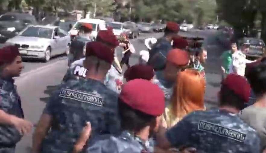 Ցուցարարները փորձում են փակել Բաղրամյան փողոցը. Լարված իրավիճակ. Այստեղ են կարմիր բերետավորները