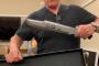 Շվարցենեգերին ծիծաղեցրել է Ստալոնեի դանակի չափը /Տեսանյութ/