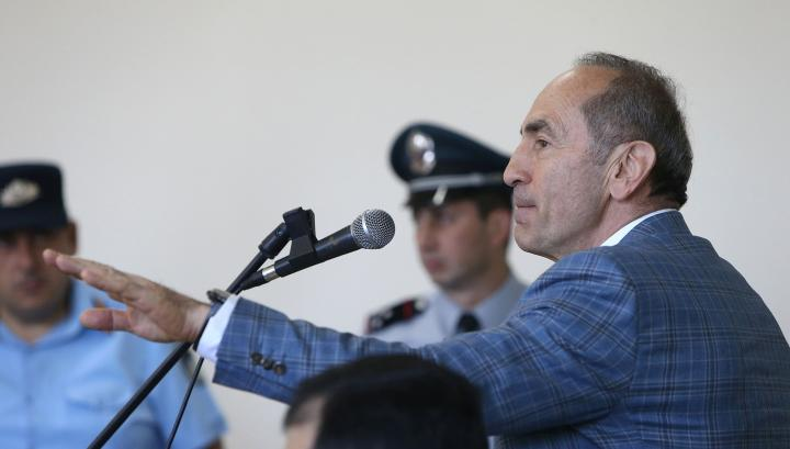 Դատարանը հրապարակում է Քոչարյանի նկատմամբ գրավ կիրառելու հարցով որոշումը (ուղիղ)