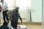 Օրվա կադր. Քոչարյանի փաստաբանն օգնում է հակառակ կողմի փաստաբանին. Ծափեր հնչեցին