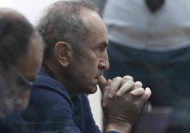 Տեսանյութ.Միջադեպ Քոչարյանի գործով նիստին.. Ռոբերտ Քոչարյանը եւ մյուսները ոտքի կանգնեցին՝ ի նշան բողոքի