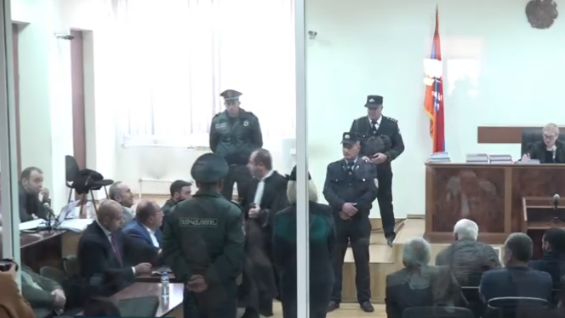 Ռոբերտ Քոչարյանի պաշտպանը առանց դատարանի թույլտվությամբ լքեց նիստերի դահլիճը