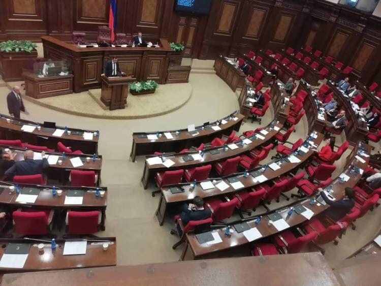 Ռեժիմի ժամանակ, որ սենց տեսարան էր լինում ԱԺ դահլիճից...նկարը այսօրվա ԱԺ նիստից է