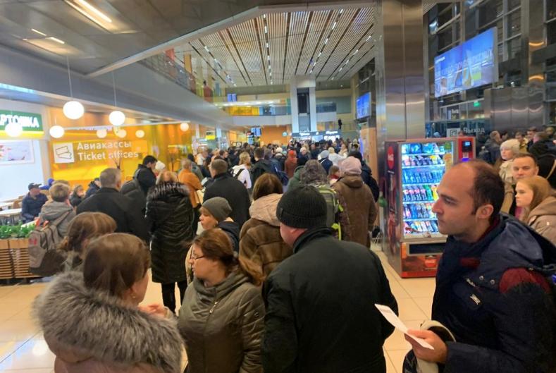 Տեսանյութ. Եկատերինբուրգի օդանավակայանում մարդկանց տարհանել են. դեպքի վայր են ժամանել փրկարարները, ոստիկանության ծառայությունները