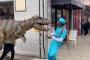 Փողոցում հայտնված «դինոզավրը» վախեցրել է անցորդներին /Տեսանյութ/