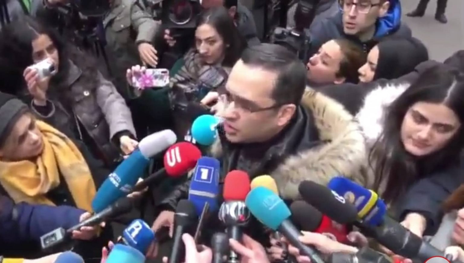 Տեսանյութ. Անվտանգության ծառայության հետ մենք որևէ առնչություն չունենք․ Սողոմոնյանը՝ «Էրեբունի պլազա»-ում Քոչարյանի գրասենյակի անվտանգության մասին