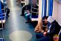 Ինչպես է գողը մետրոյում քնած մարդու գրպանից գողանում նրա հեռախոսը /Տեսանյութ/